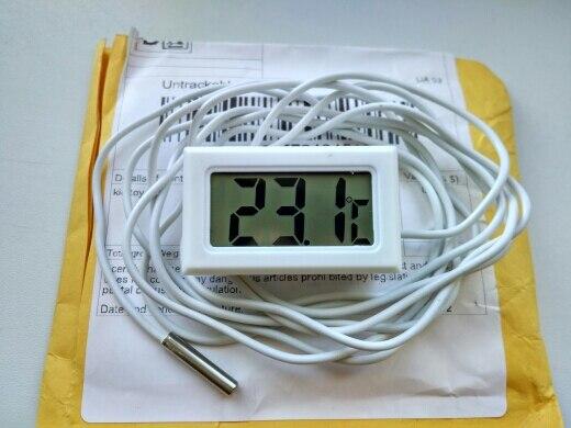 Доставка а Украину 22 дня. Пробовал измерить температуру тела, погрешность с ртутным медицинским составила +0,8С. Для уличного градусника, за такие деньги считаю нормально