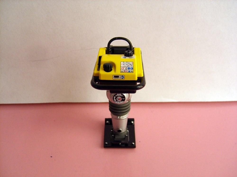 UH-8076 1:12 Neuson тромбовочный виброкаток BS60-2i игрушка
