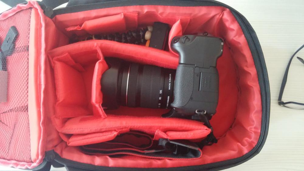 Çanta güzel. Kargo çok hızlı 14 günde elime geçti. Biraz küçük gibi ama kamera ekipmanlarınızın hepsini alıyor. resimde gördüğünüz 15.6 inç laptop çantası arasında karşılaştırma yapın.