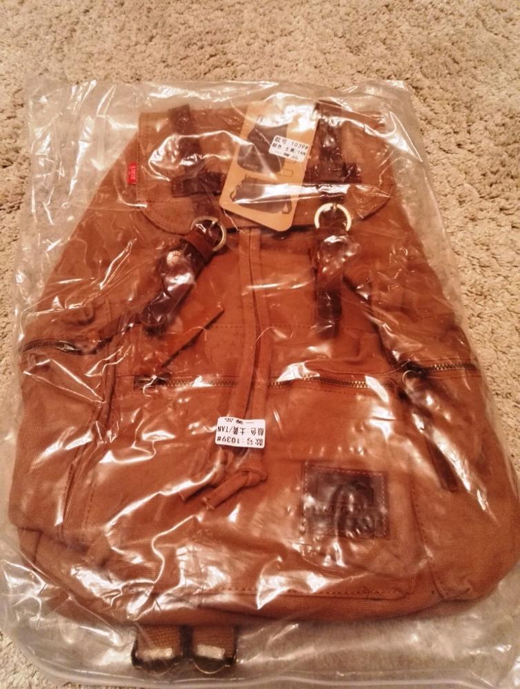 Рюкзак хороший, сшит качественно. Рекомендую. Backpack good quality sewn. I recommend.