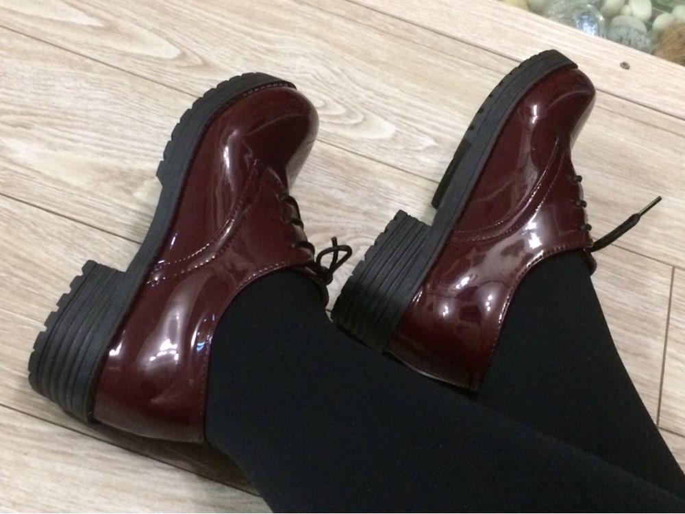 Симпатичные ботинки на 36 размер 6,5 впору. Шнурки черные, не бордовые! Пятка неудобная, но этим грешит вся обуви с али. Доставка на Урал 24 дня, продавец 3 дня не отправлял, а потом продлил срок защиты
