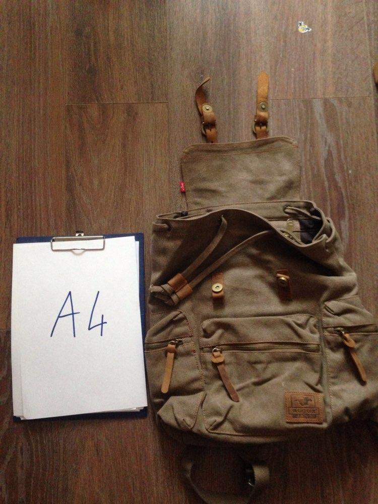 Отличный рюкзак, материал плотный и толстый, молнии металлические, вставки и висюльки натуральная толстая кожа. Размер на фото. Рекомендую.