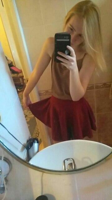 отличная,красивая мягкая юбочка,немного короткая ,но ничего,в подарочек положили серёжки