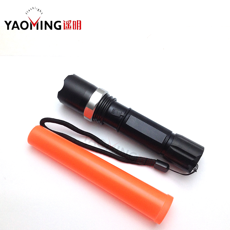 CREE Q5 2000LM focus adjustable directing traffic wand police LED flashlight torch lamp outdoor lighting by 18650 or 3 x AAA