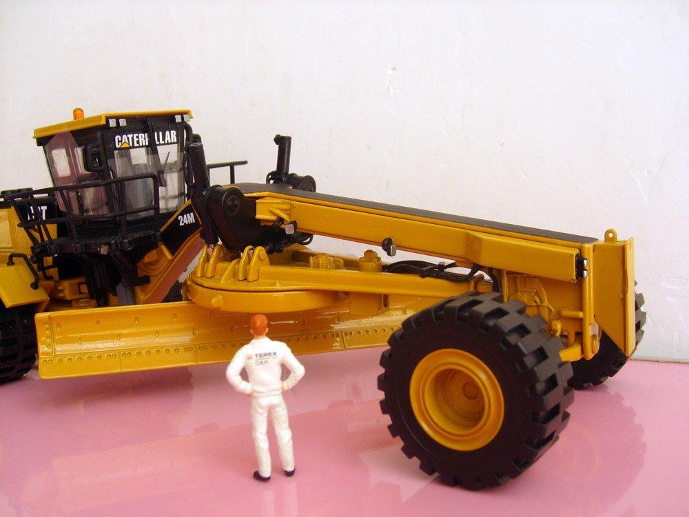 N* 55264 1:50 CAT 24M моторная игрушка-грейдер