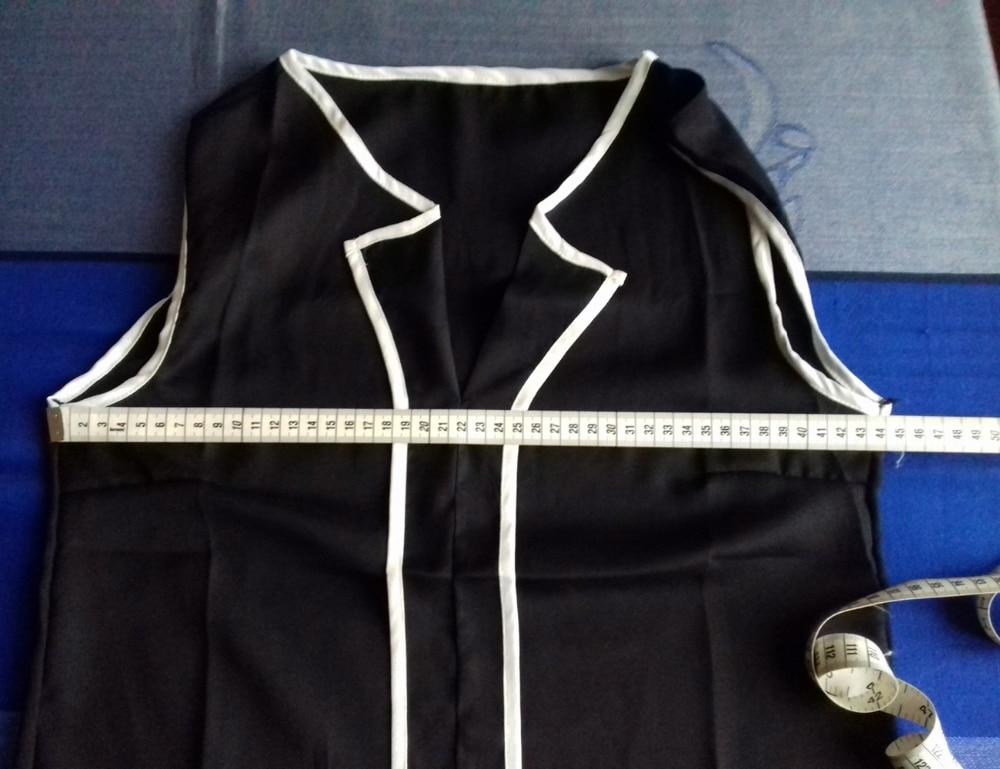 Шифоновая блузка с вырезом мысиком из DN Fashion