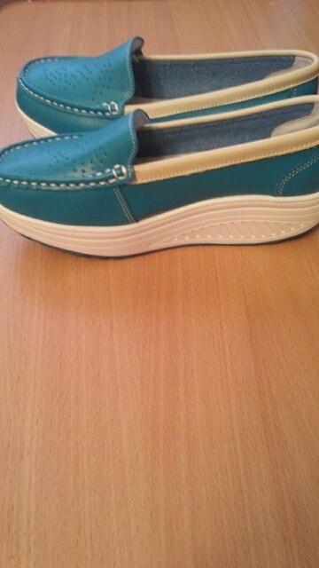 Туфли лёгкие, удобные, размерная сетка соответствует. Заказываю второй раз, подошли на 38,5 размер. Доставка около месяца. Спасибо.