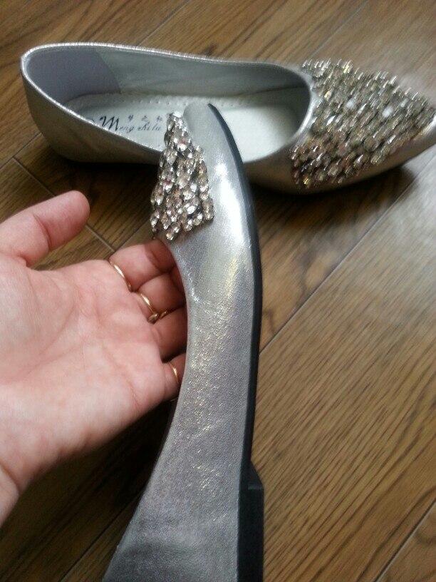 Очень понравились мне балетки. Супер качество! Размер брала 8.На них написан 39 размер.Моя нога 24.5см.Сели идеально,не жмут,не болтаются. В подарок какие то стельки манюньки и запасные камушки. Рекомендую балетки и магазин! Супер!