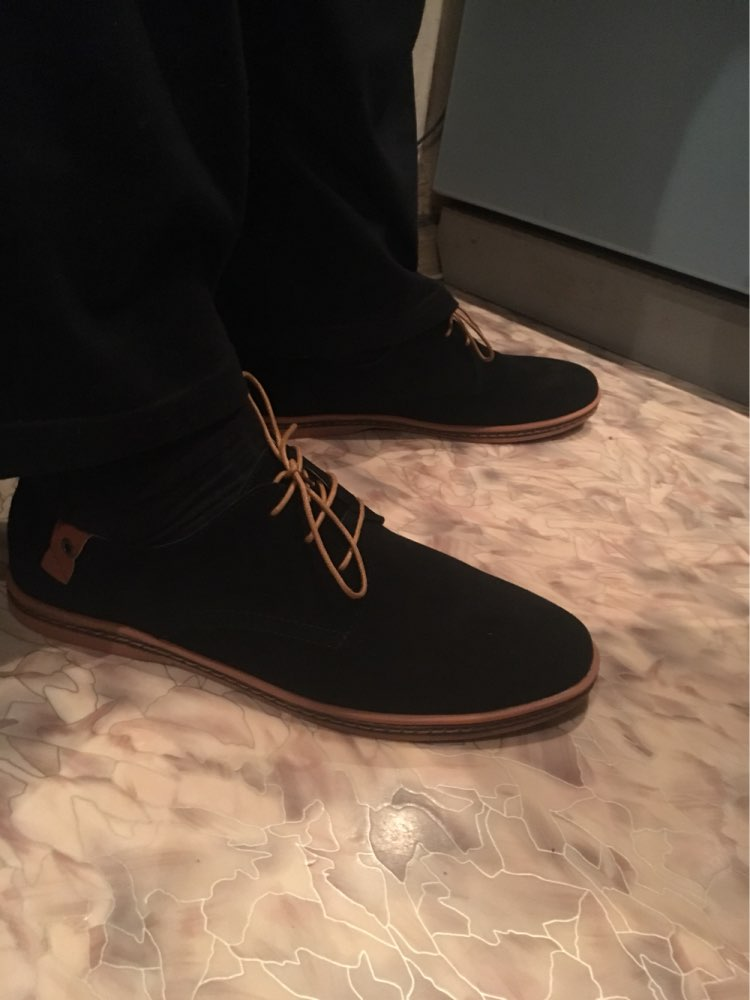 Прекрасные туфли, запах небольшой, за подарочек спасибо продавцу. Брали 48 р, на наш 46