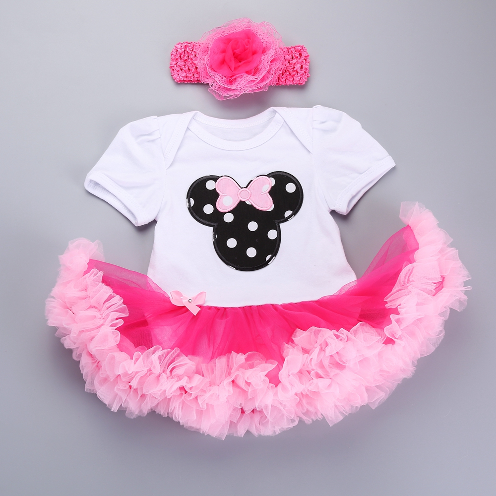 Browse and shop from our collection of high-quality baby girls clothing at Trotters Childrenswear. Choose from baby girls dresses & pinafores, knitwear, bodies, leggings, sleepwear and more.