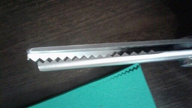 ровно два месяца шли. фетр жесткий корейский 1,5 мм режут отлично. массивные конечно ножницы.