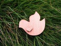 сердца небольшим на летающий голубь деревянные брошь