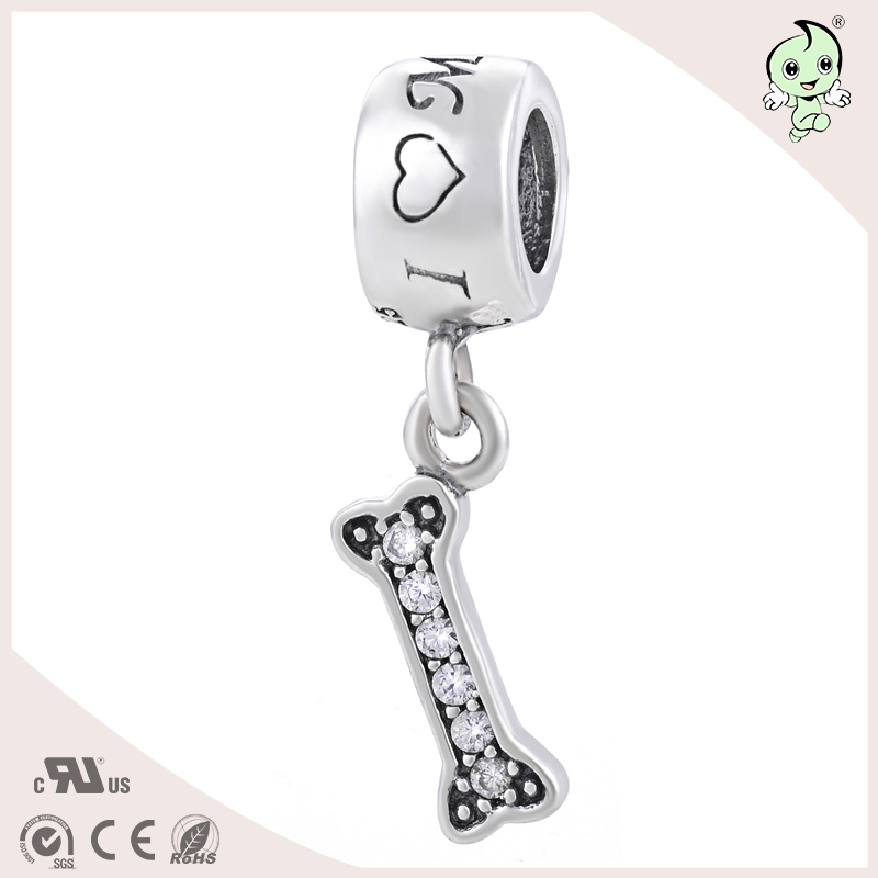 a4ceeed88d68 Lindo y pequeño hueso de perro Pave ZIRCON colgante estilo S925 plata  esterlina encanto de la mujer