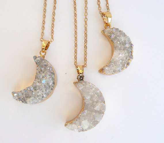WT-N541 Hot sale half moon pendant for women natural druzy at gate with gold eletroplated crescent necklace fashion jewelry