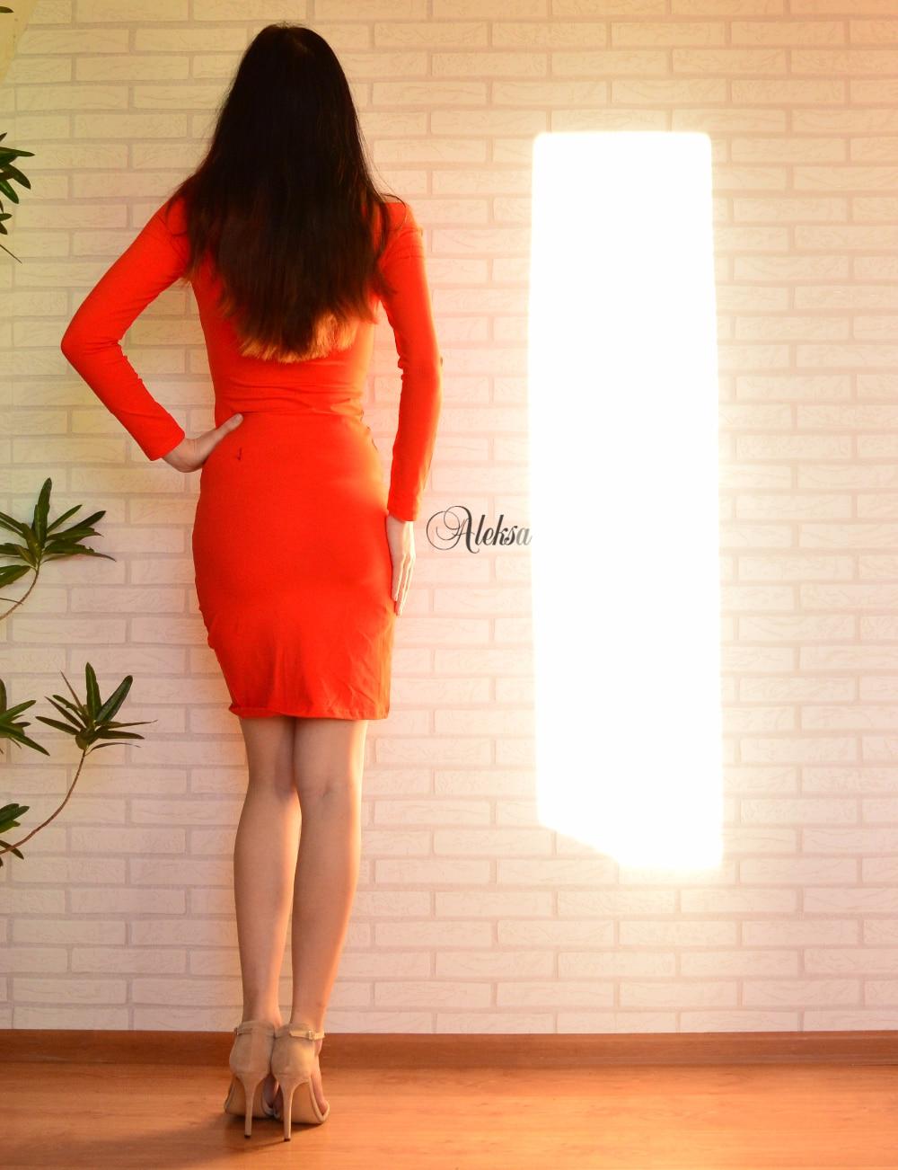 Платье поднимается вверх