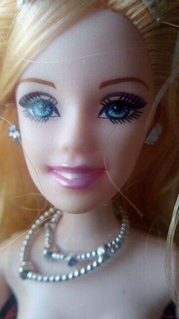 кукла хорошая, все шарниры крутятся, волосы мягкие не редкие. Небольшой запах.