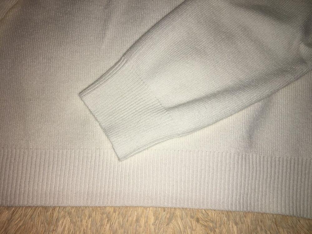 Приятный к телу свитер, коротенький, на рост 176 выше пупка, подходит для юбок с высокой талией, доставка 40 дней, трек отслеживался