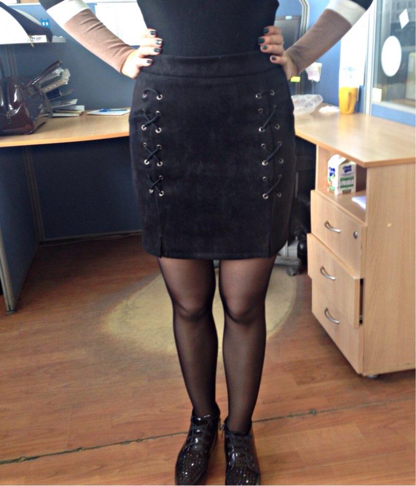 Доставка 20 дней,продавец общительный,юбка крутая ,очень понравилась,на 64 талия и бёдра 90 подошла,думаю можно было и s заказывать т.к тянется .Продавца рекомендую !!!!