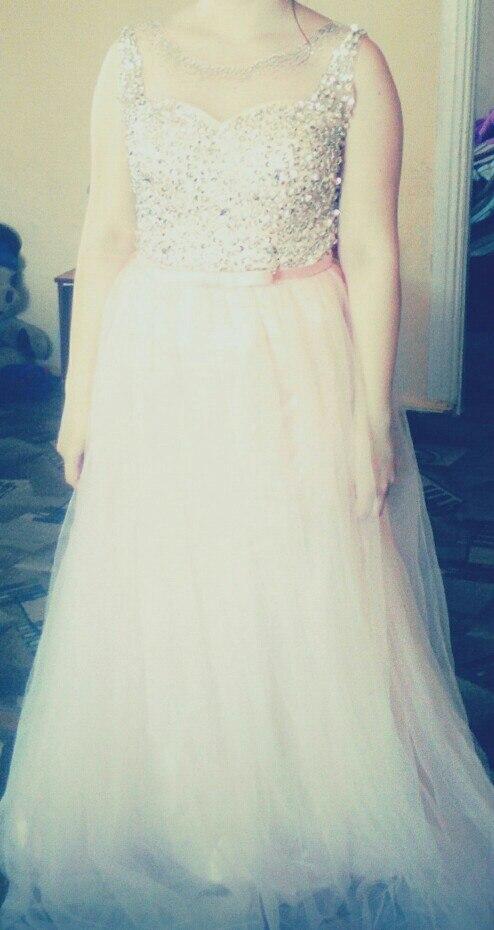 Платье просто шикарное! Все идеально! Хороший плотный подклад, сверху легкая ткань в два слоя, очень довольна заказом