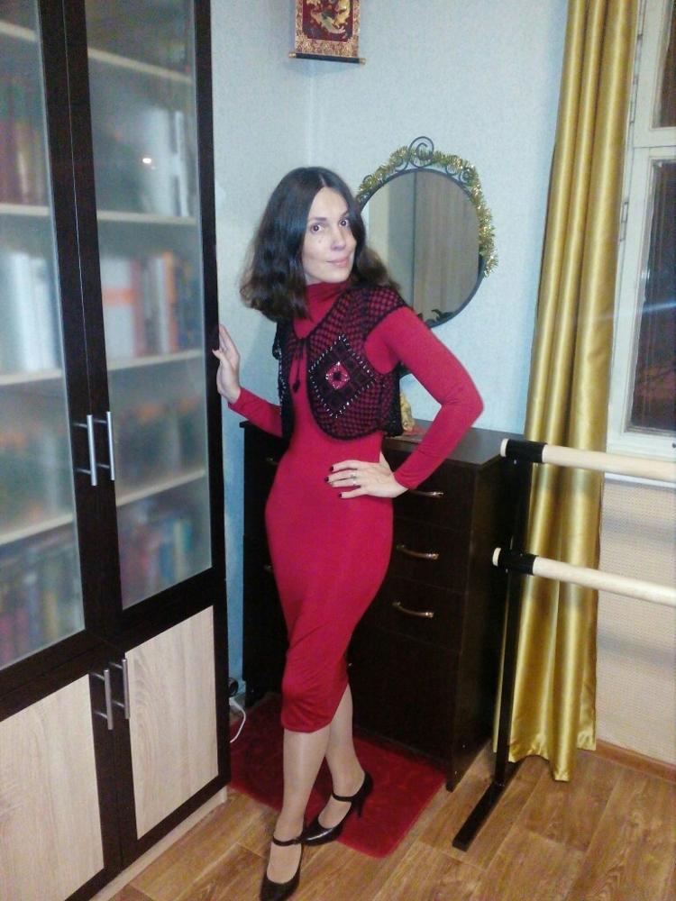 Если бы кто-то сказал мне раньше, что я буду справлять новый год в платье за 500 рублей, я бы посмеялась