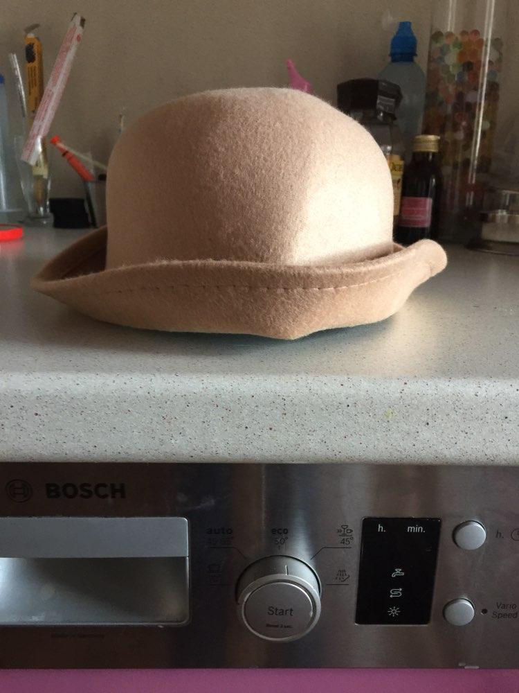 Шляпа классная,но упаковка не очень поэтому помялась