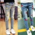 2017 El Nuevo Año, primavera y otoño ropa para niños casual jeans pantalones, imagen de la historieta niñas jeans de moda, chica pantalones vaqueros rasgados.