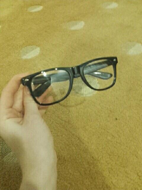 очки шикарные, но пойдут не всем, мне немного большие качество хорошее за такую цену, могу посоветовать, думаю что черный цвет самый хороший!!! Упакованы отлично, доставлены без дефектов