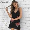 Simplee Холтер вышивки атласная женщины dress Sexy v шея короткая пижамы dress Женщины chic цветок рукавов партия dress vestidos