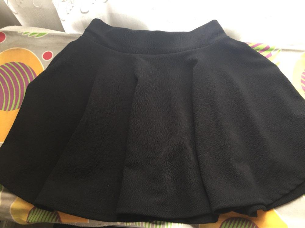 Юбка хорошая,материал не плохой,но короткая,хотя на мой рост нормально.