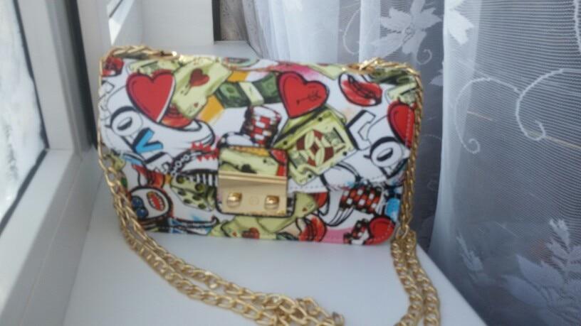 Заказывала две, себе и подружке, обе сумочки идеальны!!!! Доставка около 20 дней!! Супер!