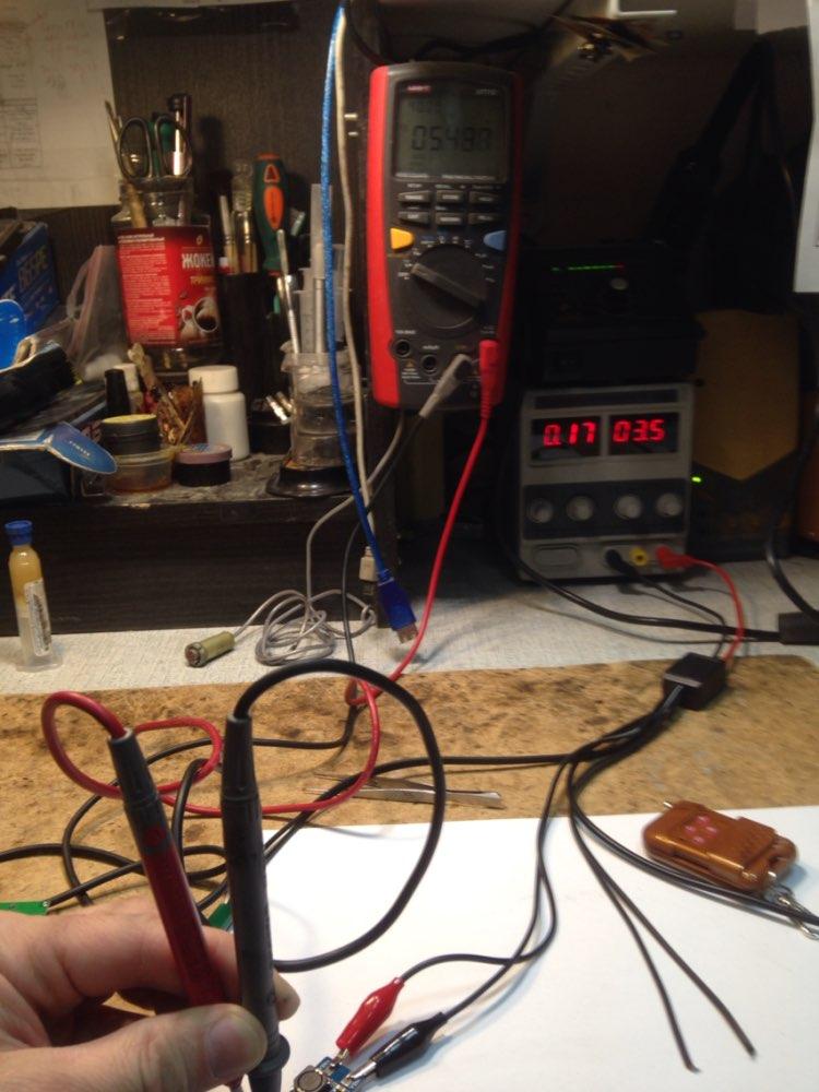 Пульт и приёмник изготовлены качественно, только пайка микросхемы на приемнике не очень. У пульта выдвигается антенна и он укомплектован батарейкой, что очень хорошо. Комплект рабочий, каждая команда соответствует своему выходу. Большой минус очень долгая доставка, уже хотел открывать спор.