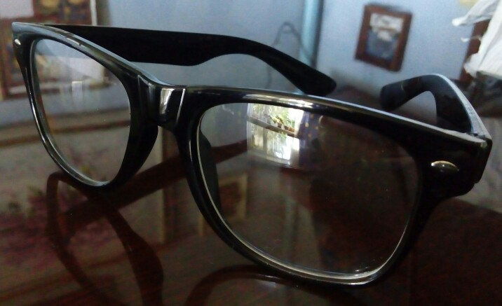 Очки пришли в коробке из пенопласта. Соответсвуют заказу, стекла чистые, оправа не деформированная.