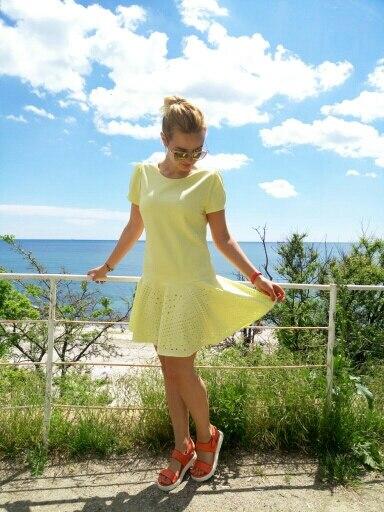 Желтое летнее платье с перфорацией с Алиэкспресс