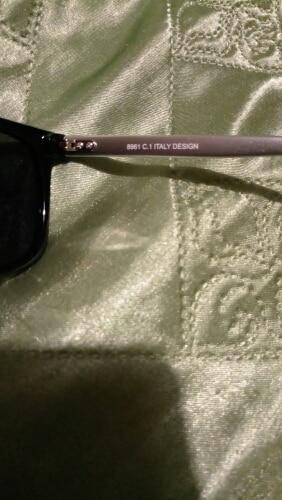 Дуже класні окуляри за таку ціну! Якісно зроблені, поляризовані. Трохи не підійшла довжина дужок, хотілося б довші. Доставка в Україну за 25 днів з моменту замовлення. Perfect sunglasses for this money! I would recommend this seller.