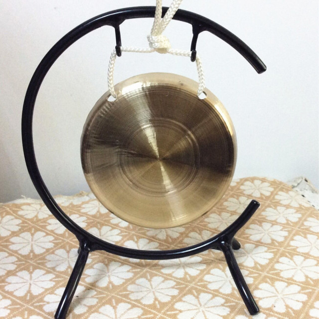 handmade chinese gong 10cm small size gong without stand in gong cymbals from sports. Black Bedroom Furniture Sets. Home Design Ideas