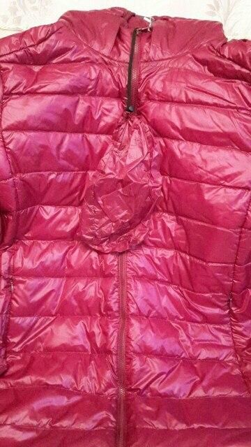куртка очень приятная и мягкая.на ог 130 см взяли 7xl и она маловата,вот прям в натяг.цвет бордо - цвет спелой сливы и вишни вместе,очень красивый и благородный.рекомендую.до Москвы дошла за 3 недели.трек отслеживается.замеры:ог 122см;рукав 61см; об 134см;длина куртки 68см.