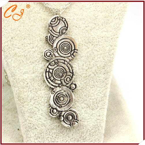 product Film around the popular adorn article Speed sell through selling Dr. Gallifreyan necklace