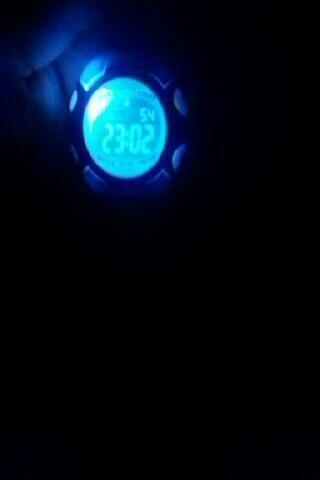 Отличные часы, всё горит! будильник, дни недели, время и подсветка очень яркая! пришло за 1 месяц и 5 дней.