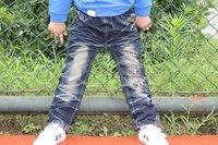 бесплатная доставка новых детских джинсы для мальчиков письмо брюки опт и Роза