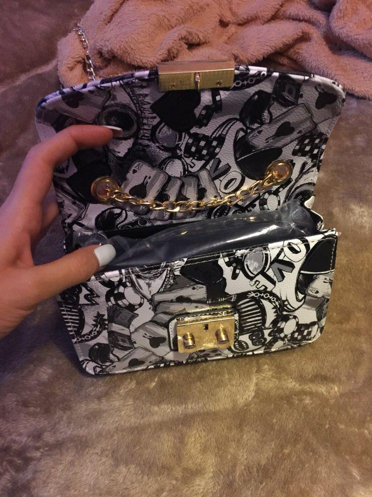 Очень красивая сумка,соответсвует описанию,небольшая ,как я и хотела,но доставка почти два месяца.