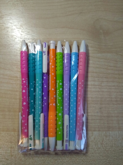 Очень удобные ручки, для школы самое оно. Доставка в Москву - 19 дней. Продавца рекомендую.