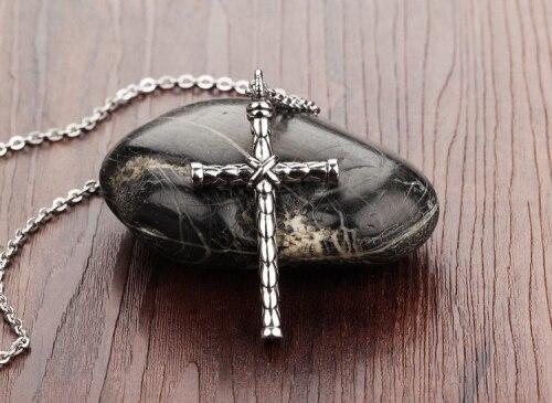 Super Cool en acier fin cylindrique croix croyance hommes collier