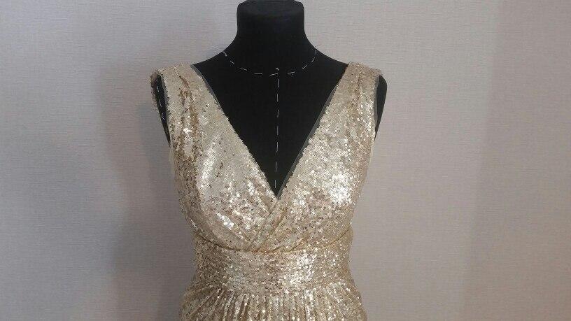 За эти деньги платье неплохое, но мне кажется оно на один раз, после примерки вся квартира в паетках)