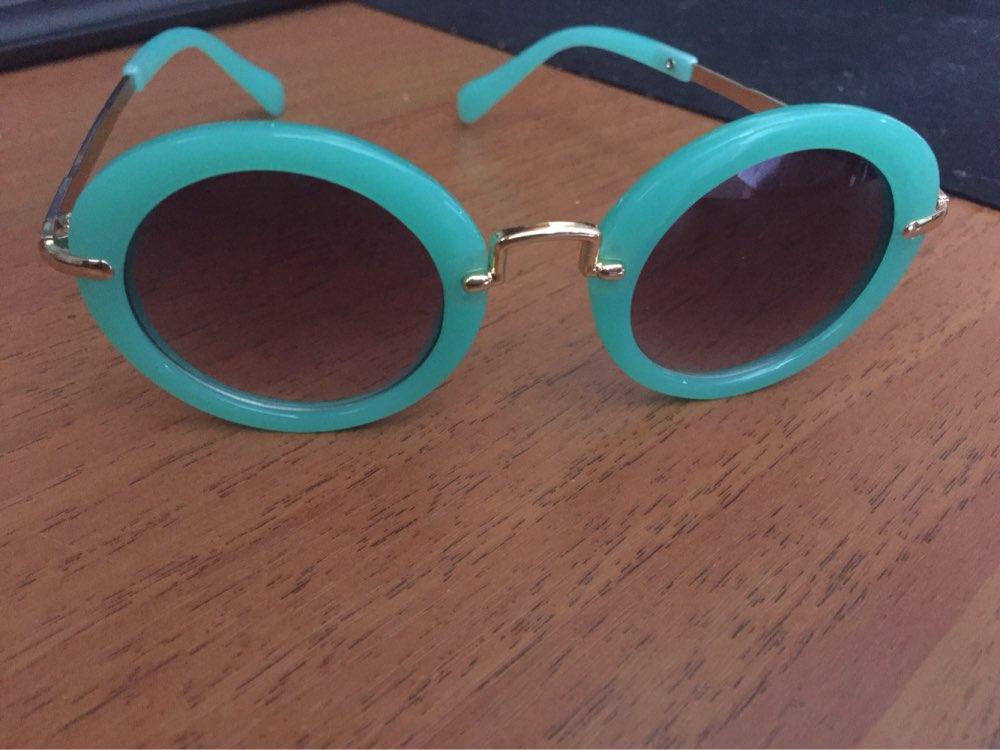 Симпатичные очки, спасибо продавцу за быструю отправку, доставка в Москву 2 недели