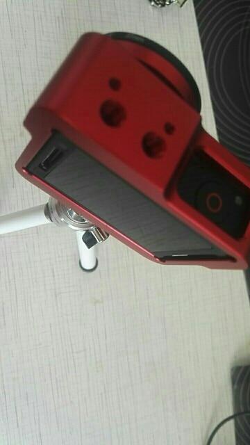 отличный кейс! жаль только, что камара не глубоко вставляется и края кейса идут вровень с задней стенкой камеры и при падении ни как не защищают.