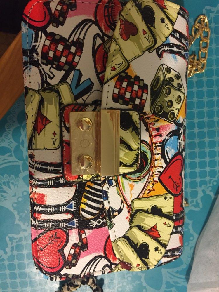 Пришла сумка за три недели. Очень красивая. Плюс продавец положил подарок- резинка для волос. Спасибо