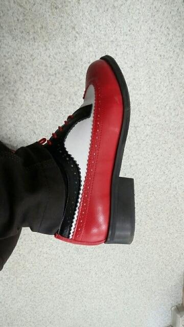 Обувь супер, мягкие, яркие, качественные, но заааапах от подошвы убийственный)))) ничего, выветрится, я осталась довольна покупкой, спасибо. Размер-как по мне шили)))8 на 38 русский (24,5)