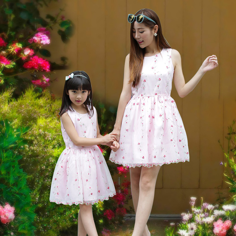 2016 mom and daughter dress girls summer lace dress family look matching mother daughter clothes mommy and me clothes 2 colors summer kids flower girl dress family look mommy and me matching skirts mother daughter fashion dress children baby girls clothes