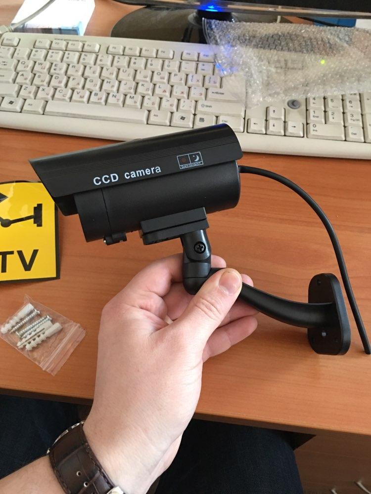 Классный муляж. Рекомендую. Индикатор горит каждые 3 секунды. Работает от 2 батареек ААА. Пластик хороший. Камера увесистая. Fake cam is very good. Needs two AAA-size battery to red indicator. Made well. Recommend!