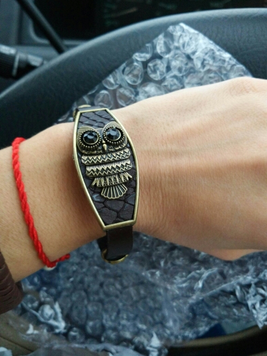 Очень неожиданно качественный браслет за такие деньги!!!! Кожаный, красивый, идеальный!!!! Спасибо продавцу!!!!! Доставка быстрая, упаковано в огромное количество пупырки!!